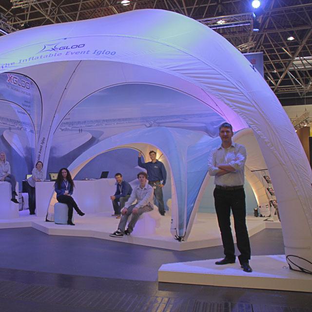 Aufblasbares X-GLOO Design Faltzelt für Messen, Promotion, Events und am POS.